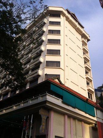 Hotel Sandakan : The left side of the building