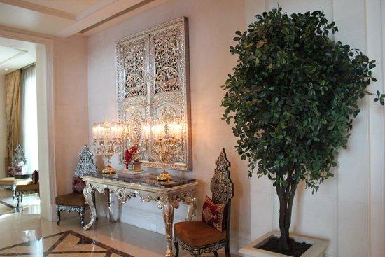 The Leela Palace New Delhi: Lobby