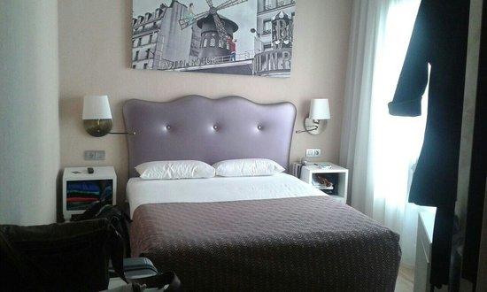 Hotel Exe Paris Centre: Letto