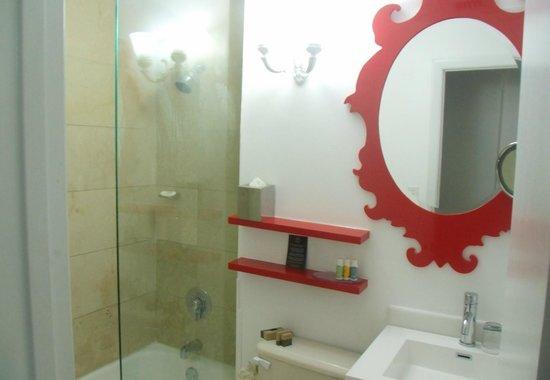 Red South Beach Hotel : Banheiro é uma gracinha