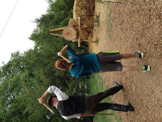 Centennial Village Museum : Hatchet throwing demonstration