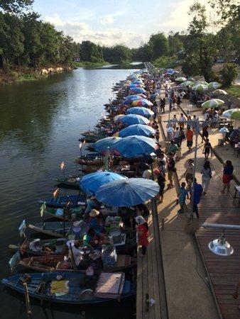 Hat Yai Floating Market: the sampan food stalls