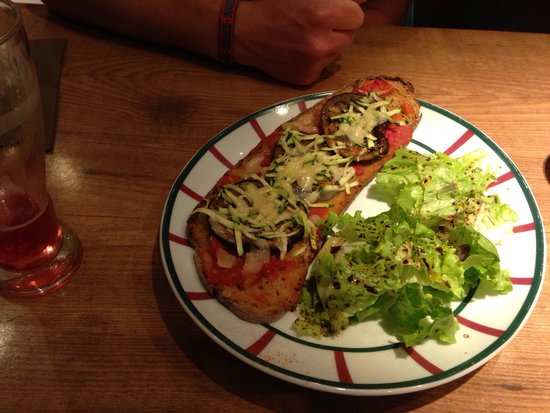Le Victoria : Tartine courgettes, aubergines, tomates, délicieuse!