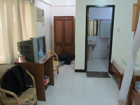 Boracay Plaza : Ground floor room
