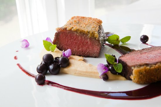 The Ashby Inn & Restaurant : Mustard-Crusted Lamb, Lavender Hummus