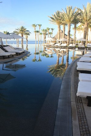 Hilton Los Cabos Beach & Golf Resort: Pool area