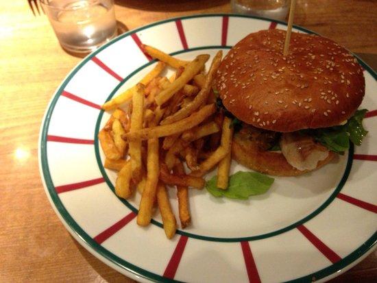 Le Victoria: Burger au Collin avec sa sauce maison et ses feuilles de roquette