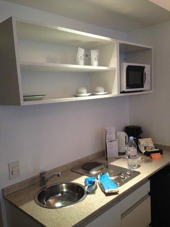 Awwa Suites & Spa: Kitchenet