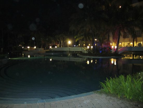 Billion Waterfront: Pool