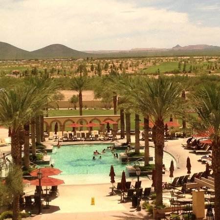 Casino Del Sol: Plan to spend an afternoon here!