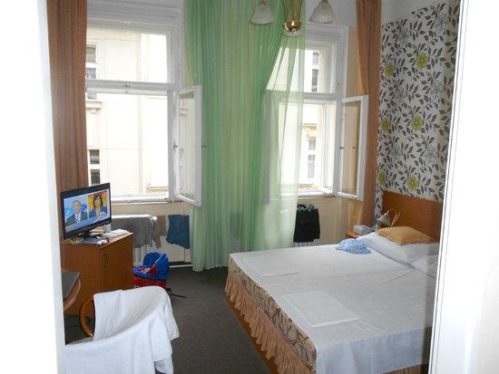 Novomestsky Hotel: Double insulation windows with no airconditioning