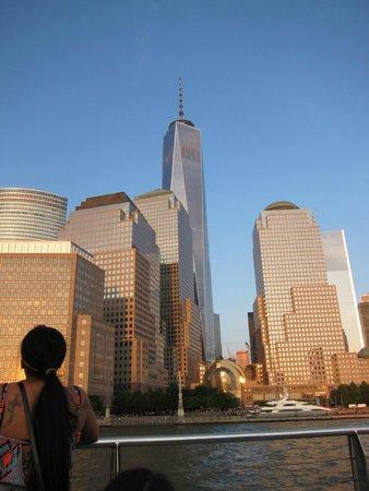 Manhattan Skyline: NEWEST WORLD TRADE CENTER BUILDING (tallest bldg in back)