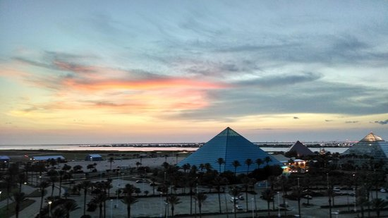 Moody Gardens Hotel Spa & Convention Center: Sunset view from our room