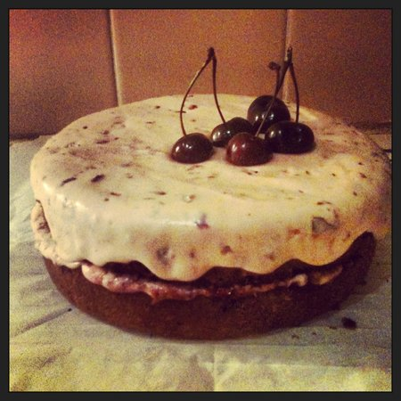 The Old Butcher's Cafe: Cherry cake!