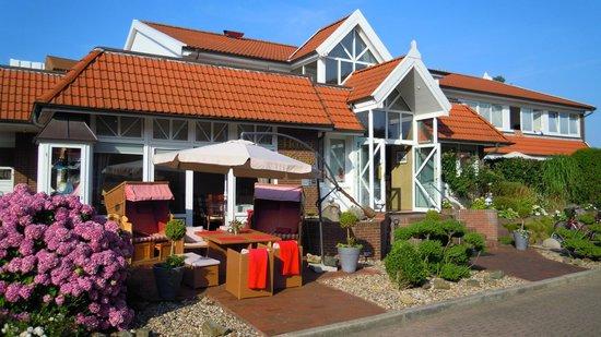 Hotel Kolb & Inselchalets: Hotel Haupthaus Seitenansicht Eingang