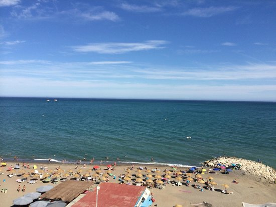 Tryp Malaga Guadalmar Hotel : La plage vue de la chambre
