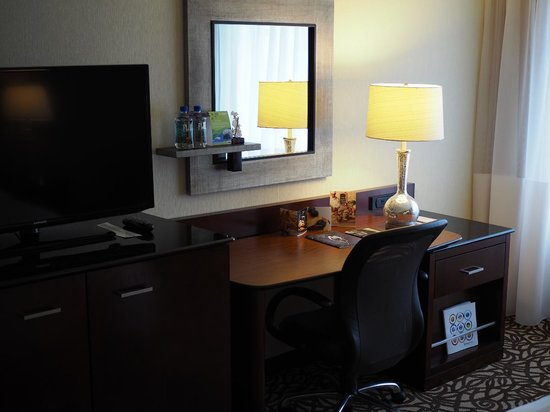 Portland Marriott City Center : Desk in Room 1506