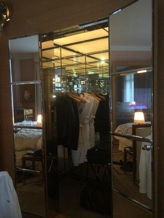 Le Royal Monceau-Raffles Paris : Wardrobe