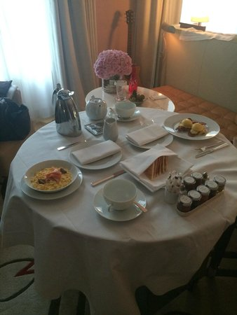 Le Royal Monceau-Raffles Paris : Room service breakfast - amazing