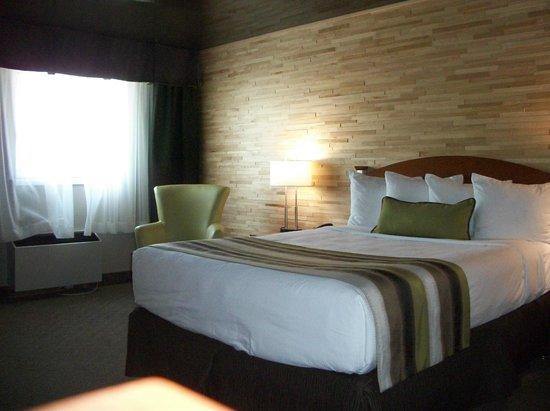 Quality Inn Rouyn-Noranda : chambre nouvellement rénovée