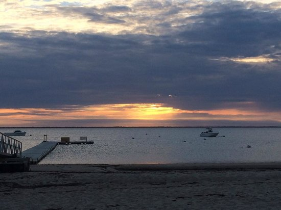 Topper's: Beautiful sunset from Wauwinet Beach!