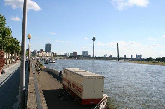 Rheinufer: Looking south