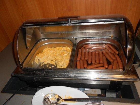 Novomestsky Hotel : Scrabled eggs and sausages for breakfast
