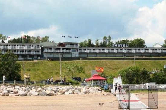 Motel Belvedere : View of Motel from Beach
