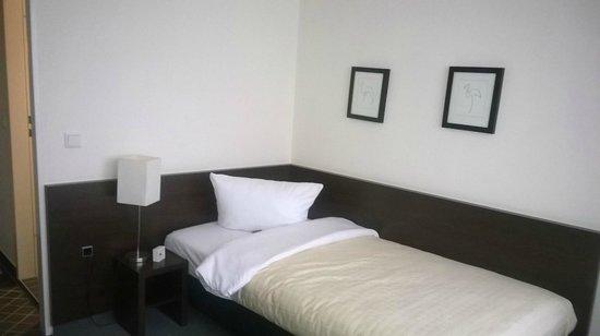 Hotel Lützow: Односпальная кровать