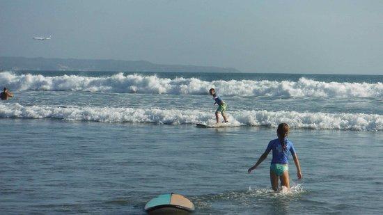 Bali Ocean Surf: Et les voilà debout sur la planche !