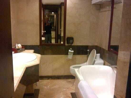 Hotel Borobudur Jakarta: Bagno