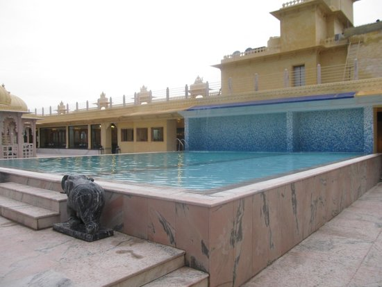 Chunda Palace Hotel: rooftop pool