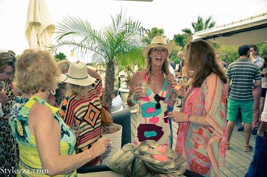 zelo's beach : Suzi and gang