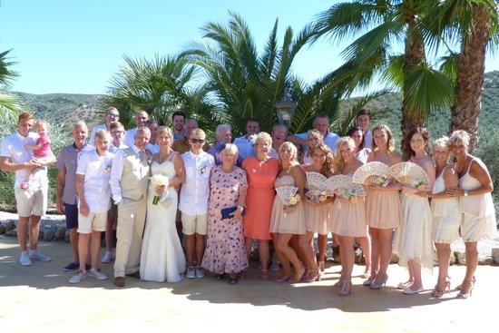 Casa Pino Solo: The entire wedding party