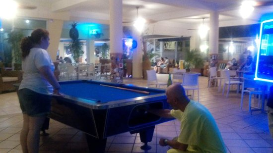 Villa Cofresi Hotel: Playing a little Pool