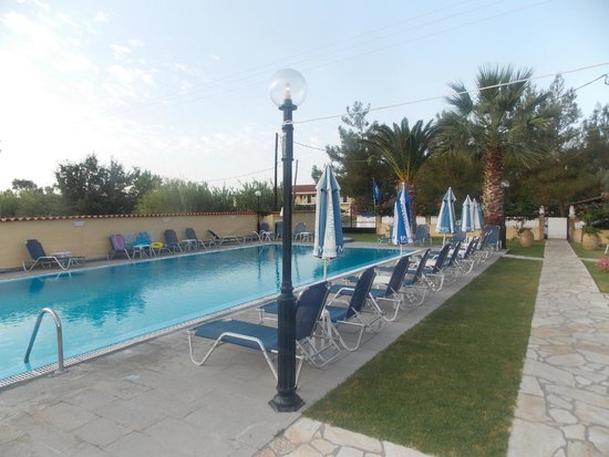 Eleana Apartments: View of pool