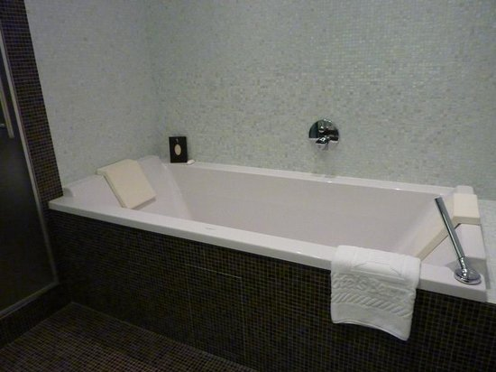 Resort Barrière Ribeauvillé : baño habitacion superior