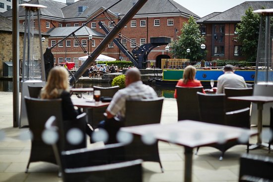 Doubletree by Hilton Hotel Leeds City Centre: Granary Lounge terrace