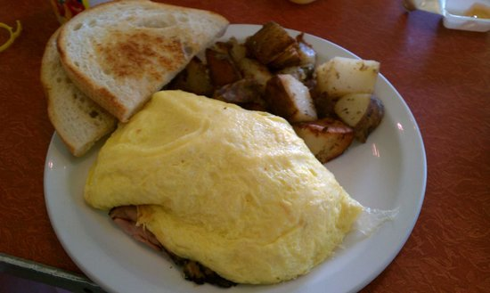 Cafe Haleiwa: This is the Ham and Cheese omlet..real ham