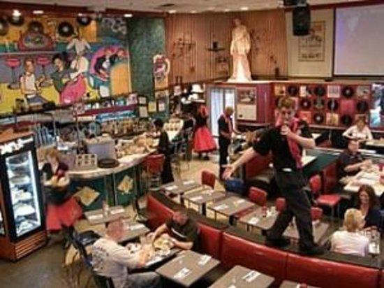 Ellen's Stardust Diner : Performances