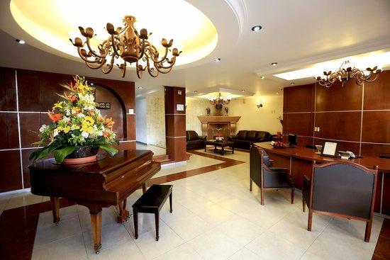 Hotel Emily: Lobby