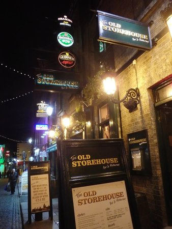 The Old Storehouse Bar & Restaurant : Outside Store Front