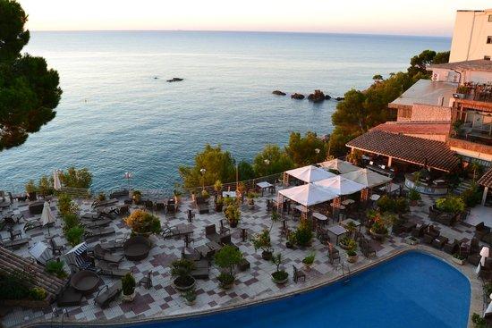 Hotel cap roig by brava hoteles platja d 39 aro espagne for Jardines cap roig