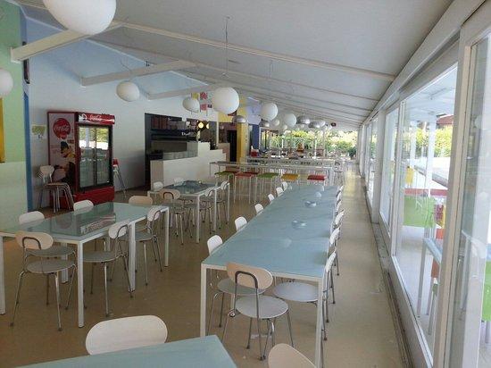 Jesolo Camping Village - Villaggio Turistico Adriatico: Sala interna completa del ristorante Adriatico