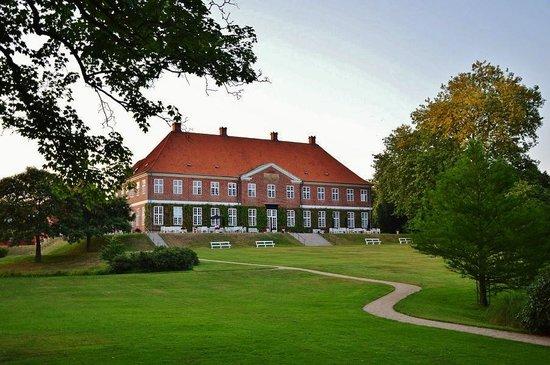 Hindsgavl Slot: Hovedbygningen set fra parken