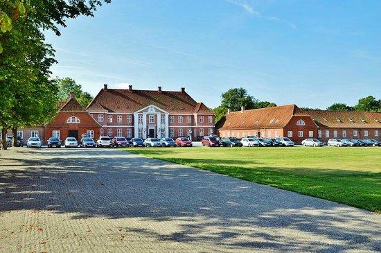 Hindsgavl Slot: Indergården, hovedgården og receptionen