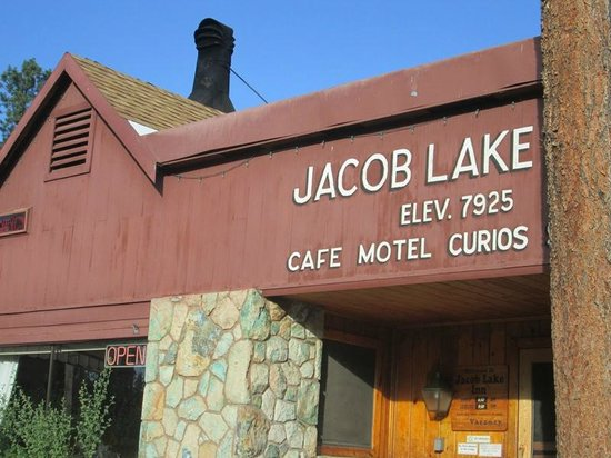Jacob Lake Inn: The sign over the entrance