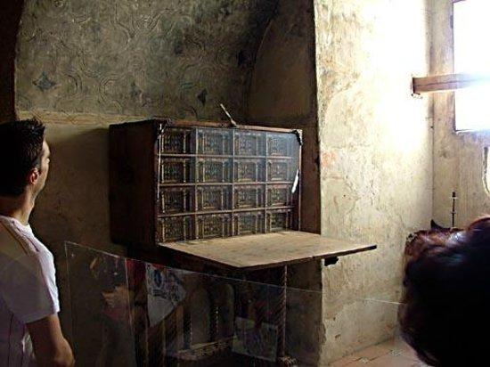 Castillo de Coca: A fine portable writing desk