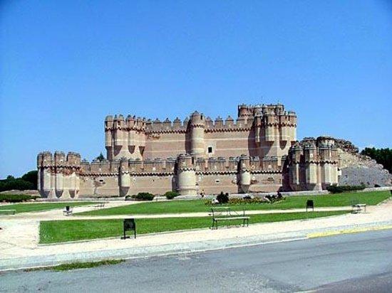 Castillo de Coca: Imposing from all angles