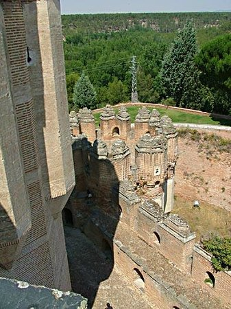 Castillo de Coca: Strong inner and outer walls